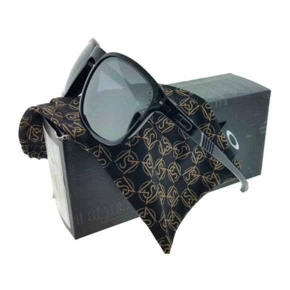 e55b4a445de OO9223-03 Enduro Men s Black Frame Sunglasses